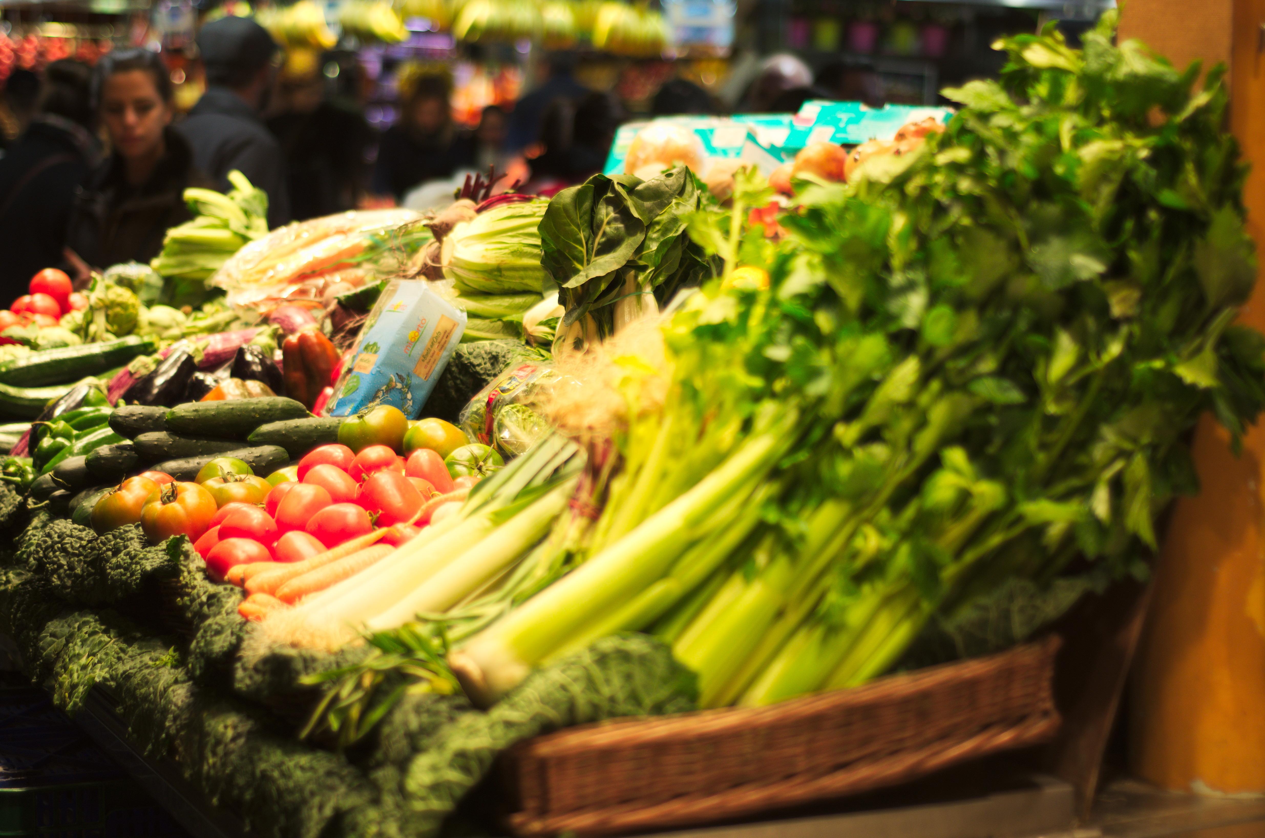 copilul mananca legume