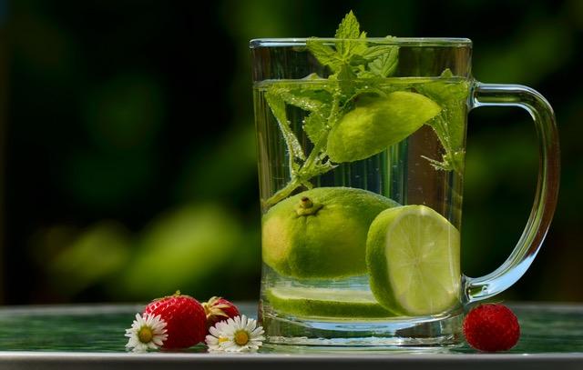 6 ceaiuri recomandate de medici vara