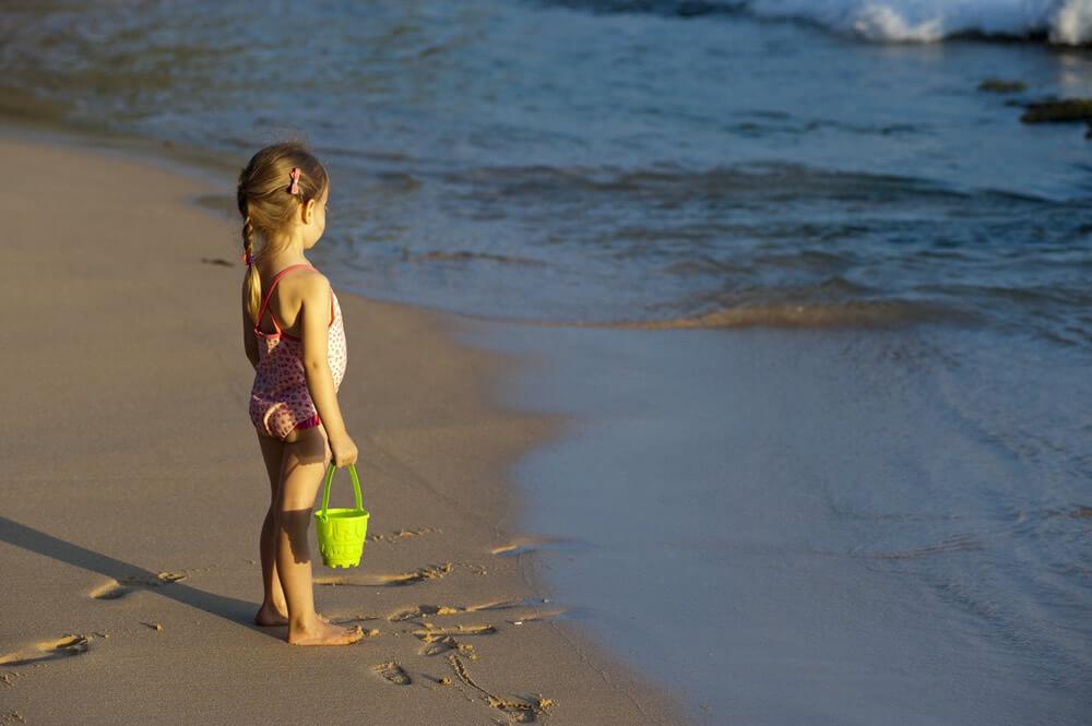 Expunerea copiilor la soare – de la ce varsta se poate face?