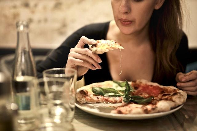 6 motive pentru care mâncăm, în afară de foame